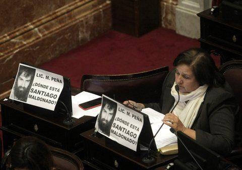 mensaje. La oposición recibió al funcionario con fotos de Maldonado.