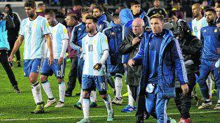 Sin paz. Argentina se va del Monumental con silbidos tras apenas empatar con el último.