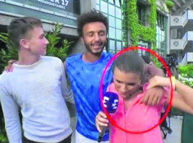 Mano larga. Maxime Hamou se propasó con una periodista en Roland Garros.