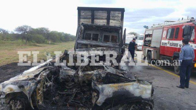 El ato en el que viajaban los rosarinos impactó contra un camión. (Foto: Gentileza www.elliberal.com.ar)