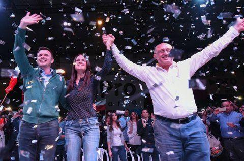 unidad. Roy compartió escenario con Anita Martínez y Albor Cantard.