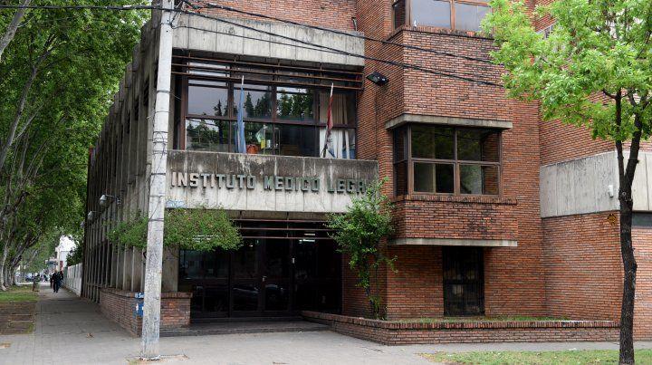 En el instituto médico legal se realizó la autopsia a la víctima.