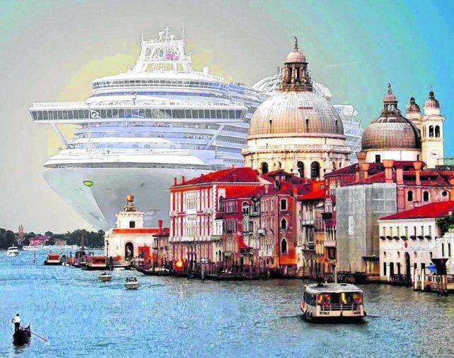 ¿El sereno canal?. Más de un millón y medio de turistas llegarán durante 2017 a Venecia en unos 450 cruceros.