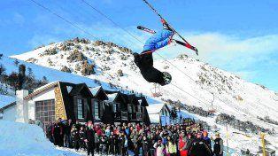 Para todos los gustos. El Centro de Montaña chubutense La Hoya cuenta con 30 pistas para practicar esquí y snowboard, y está equipado con once medios de elevación, entre otras comodidades..