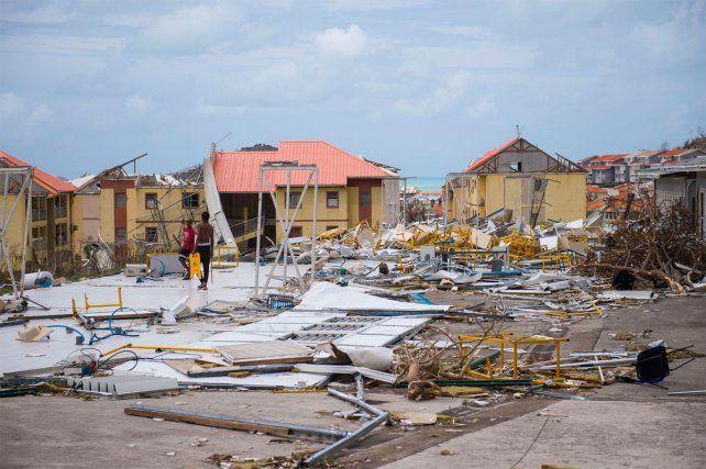 Una familia desesperada. La isla sufrió las consecuencias de Irma y buscan a dos rosarinos.
