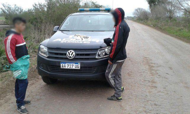 Detenidos. Los menores de edad fueron arrestados esta tarde en Fray Luis Beltrán.
