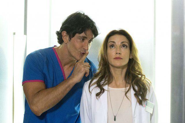 Rafael (Estevanez) y Marcela (Wexler) trabajan en el mismo hospital