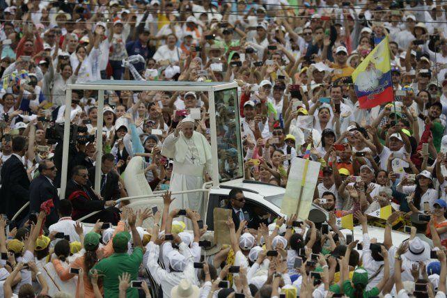 Bienvenido. Una multitud recibió al Papa en Villavicencio