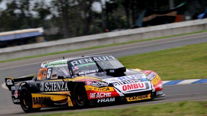 Toro viejo. El Torino del piloto de Las Parejas quedó adelante. Hoy