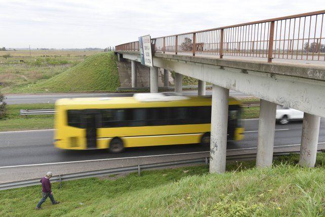 Detuvieron a tres hombres por atacar a piedrazos a vehículos en la autopista a Santa Fe