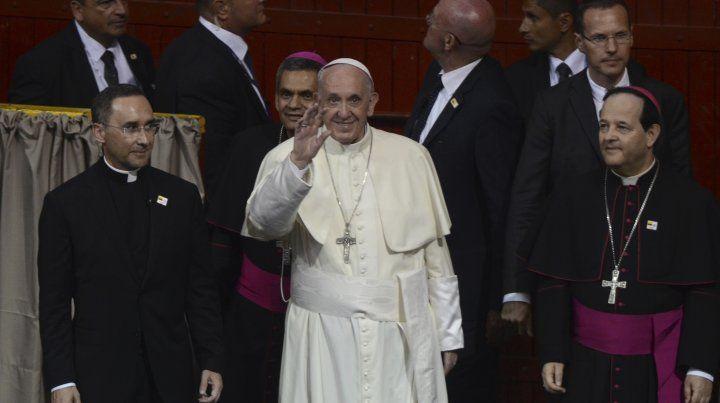 El diablo entra por el bolsillo, advirtió el papa Francisco al clero en Colombia