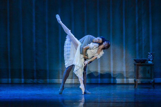 Clásico. Urlezaga y Gabriela Alberti encabezan el ballet que llega con La Traviata.