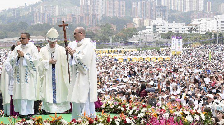 Multitud. Francisco durante la misa en Medellín