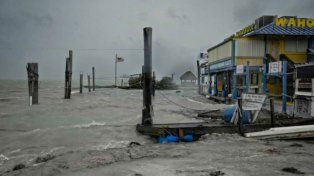 El huracán Irma llega a las costas de Florida y hay más de 500 mil hogares sin luz