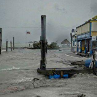 el huracan irma llega a las costas de florida y hay mas de 500 mil hogares sin luz