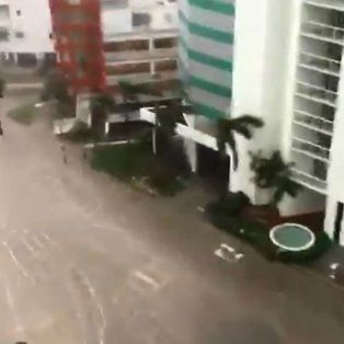 las impactantes imagenes del mar en las calles de miami por el huracan irma