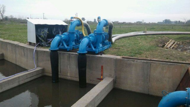La provincia refuerza el bombeo para bajar el nivel de la laguna de Melincué