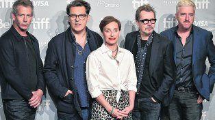Hay equipo. Kristin Scott Thomas (centro) junto al director Joe Wright (izquierda) y Gary Oldman (derecha)..