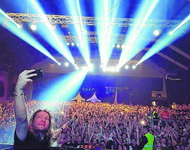 atracción. El DJ británico James Zabiela brindó su show en Metropolitano.