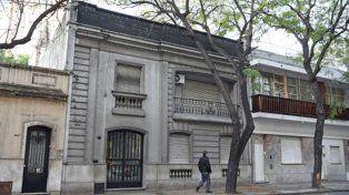en estudio. Los dueños de esta casona de San Lorenzo 1954 no pueden mantenerla y la quieren vender. Pidieron en el Concejo que se la saque del catálogo.