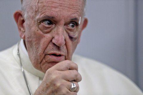 señal. El Papa argentino durante su conferencia de prensa en el vuelo de retorno desde Colombia.
