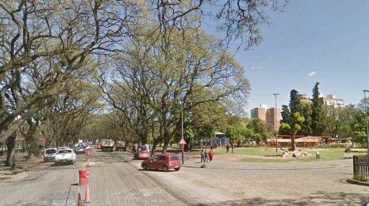 Un hombre denunció que lo golpearon y balearon en el parque Independencia