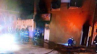 Los bomberos sofocaron el fuego en menos de una hora.