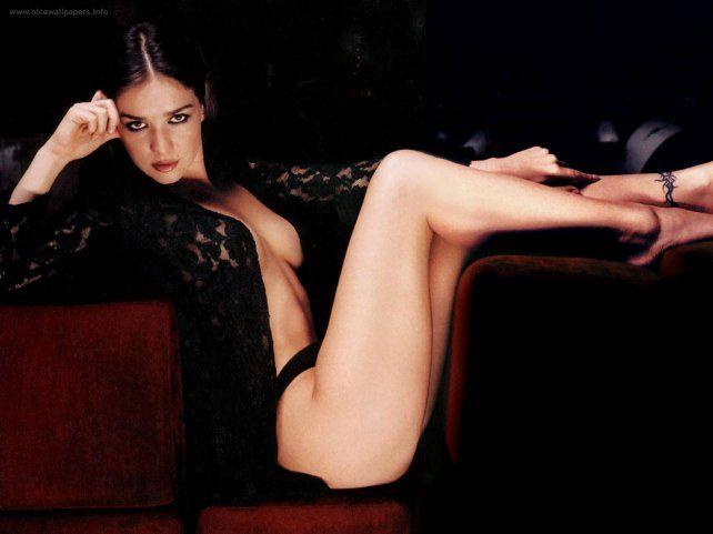 Natalia Oreiro sorprendió con un sensual video en el que queda en topless y tanga