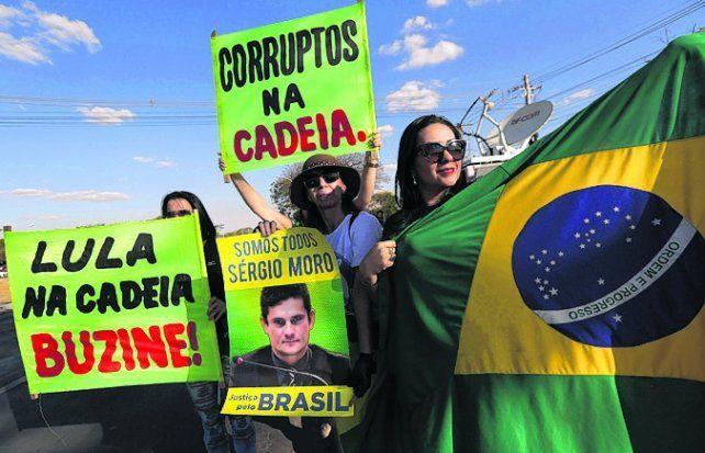 Malestar. Brasileños piden una condena contra Lula por corrupción.