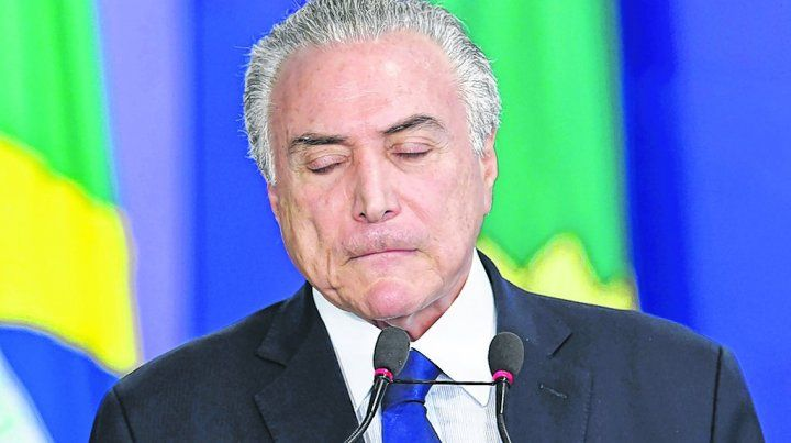 En la cuerda floja. Las sospechas de corrupción contra el jefe de Estado brasileño se acumulan