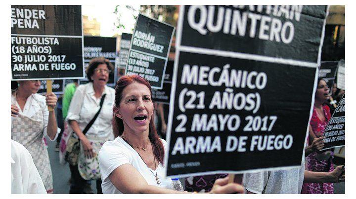 Tensión. Marcha en memoria de los venezolanos muertos en protestas.