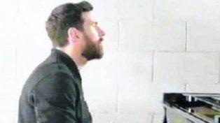 Messi apareció en un video publicitario tocando el piano
