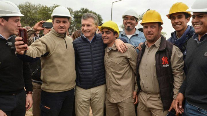 El presidente encabezó esta mañana el acto de inauguración de una planta potabilizadora y estación de bombeo del Acueducto Quimilí-Los Juríes.