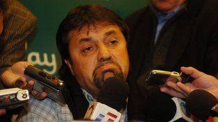 Caruso Lomabrdi el día que anunció su alejamiento de Newells, en 2008.