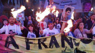 Antorchas encendidas para reclamar justicia por la muerte de Franco Casco.