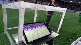 El futuro ya llegó. Los árbitros tendrán ayudantes electrónicos para las jugadas difíciles de resolver.