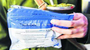 mate y yerba. El envoltorio en el que se vende la marihuana.