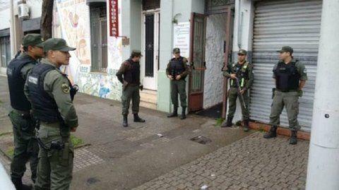 intervención. Los efectivos de Gendarmería allanaron una biblioteca en Villa Constitución en un procedimiento considerado exitoso por la fiscal.