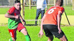 Topadora. Leo López inicia el ataque de Aguirre. El delantero marcó el primer gol.