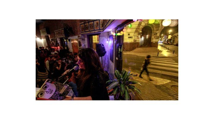 Lecturas. El Festival Internacional de Poesía ofrecerá nuevamente trasnoches de lecturas en el bar de Sarmiento y Mendoza.