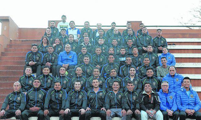 Hay plantel. Los árbitros su juntaron en el Estadio Municipal para realizar la producción fotográfica de Ovación.