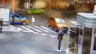 Paró con su nieto en una senda peatonal para usarlo como baño y sufren un accidente fatal