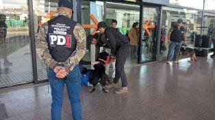 Efectivos de la PDI esta mañana en la Terminal de Omnibus.