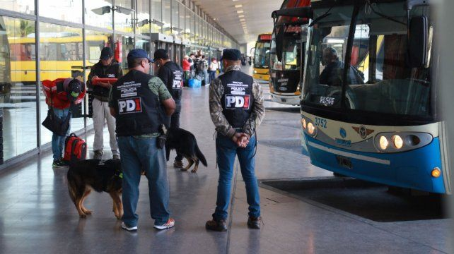 Requisa. La PDI hizo control de equipajes en la terminal de ómnibus.