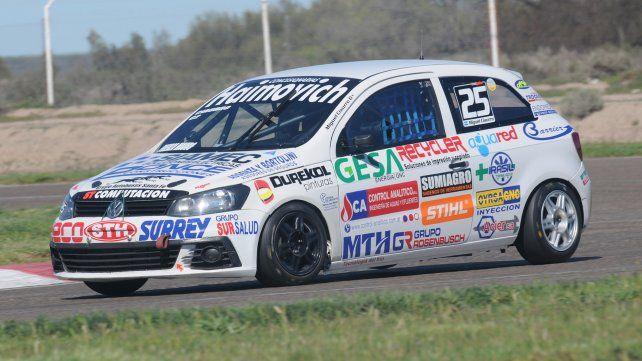 El mejor zonal. El santafesino Miguel Ciaurro conduce el Trend por Viedma. Quedó 3º.
