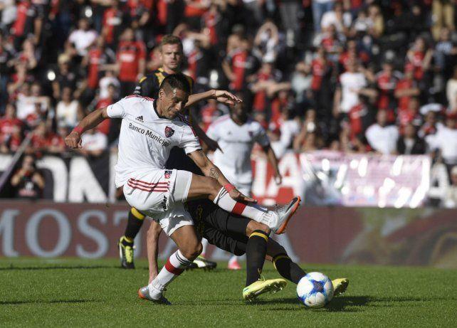 Negro conducción. Figueroa ocupó el lugar del lesionado Sarmiento y fue una de las manijas de la Lepra.