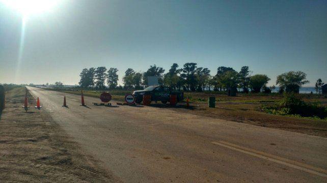 Corte de tránsito a la altura del Club Náutico de Melincué por el desborde de la laguna