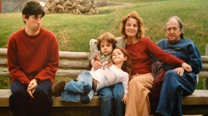 Junto a sus tres hijos y a su marido