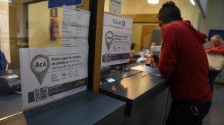 bancarizados. En Litoral Gas los carteles advierten que sólo se puede abonar con tarjetas de débito y crédito.