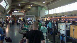Después de ocho meses hallan el cadáver de un hombre en el estacionamiento de un aeropuerto